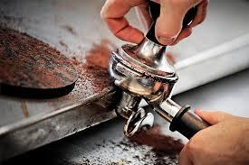 mljevena kava treba biti pritisnuta u ručku